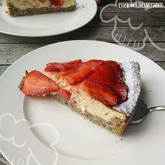 Low Carb Rezept für einen leckeren Low-Carb Erdbeer-Quarkkuchen. Wenig Kohlenhydrate und einfach zum Nachkochen. Super für Diät/zum Abnehmen.