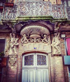 #Porte 4 place Victor Hugo #Montauban  #MontaubanTourisme #TarnetGaronne #MidiPyrénées #tourismemidipy #LanguedocRoussillonMidiPyrénées #igersmontauban #igersmidipyrenees  #igersfrance #ig_france #architecture #instarchitecture #architectureporn #architecturelovers #trésorspatrimoine #patrimoine #door #instadoor #portesdumonde #sundoors #only_doors #only_doors_global #doorlovers #doorporn #openthatdoor #latergram