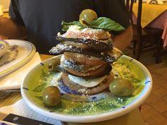 Entrada sensacional do restaurante La Cantina di Beba, em Bracciano!! #roma #rome #receitaitaliana #receitas #receita #recipe #ricetta #cibo #culinaria #italia #italy #cozinha #belezza #beleza #viagem #travel #beauty #bracciano #lacantinadibeba #mozzarella #restaurante #restaurant #ristorante