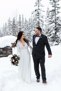 Boho Lake Louise winter elopement in the forest. Bride with ethereal boho style for a snowy winter wedding in the Rocky Mountains. Boho Bride, Boho Wedding, Lake Louise Winter, Outdoor Winter Wedding, Chateau Lake Louise, Winter Wedding Inspiration, Canadian Rockies, Elopements, Rocky Mountains