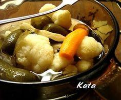 KataKonyha: Vödrös savanyúság Naan, Chicken, Fruit, Food, Recipes, Cilantro, Essen, Yemek, Buffalo Chicken