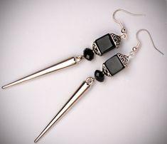 Spike earrings black cube