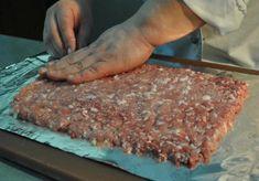 """Ruladă din carne """"Uimește-ți oaspeții"""". O surpriză culinară care îi va încânta pe toți! - Bucatarul Romanian Food, Food And Drink, Beef, Diet, Recipes, Pork, Meat, Ox, Ground Beef"""