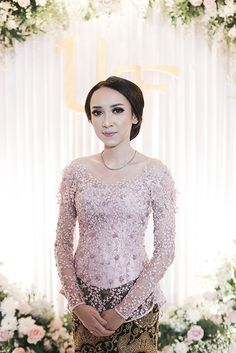 Kebaya Lace, Kebaya Dress, Batik Kebaya, Dress Brokat Modern, Modern Kebaya, Kebaya Muslim, Beanie Outfit, Indonesian Wedding, Girly Pictures