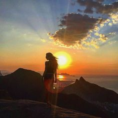 Bom dia segundona! Que essa semana seja ótima para vocês! Click lindo do amanhecer carioca da @vicbacci  #bomdia #happy #carioca #vejario #brofitwear #gymwear #euebro #nature #blessed