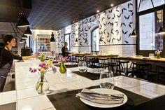 Situado en la emblemática calle Avinyó, en pleno Barrio Gótico barcelonés, Palosanto es una neotaberna de cocina honesta, de matizados contrastes, que piensa en el producto como auténtica estrella.