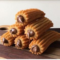 [New] The 10 Best Desserts Today (with Pictures) - Nutella Stuffed Churros ! Name a better snack then this. Nutella, Cute Food, Good Food, Yummy Food, Delicious Desserts, Dessert Recipes, Dessert Food, Wie Macht Man, Food Pictures