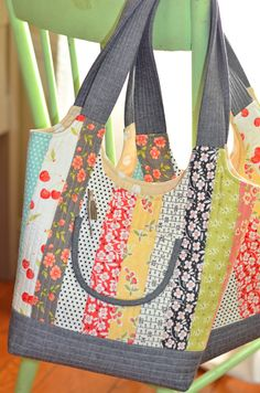 Feedsack Bag Pattern from Fig Tree Quilts.  Includes three different sizes.  One jelly roll will make all three!