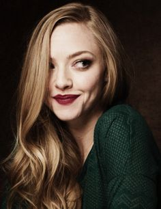 Amanda Seyfried Love this photo, subtle contrast, simple composition, beautiful portrait. my goal is to be her Pretty People, Beautiful People, Celebrity Gallery, Bridal Beauty, Wedding Beauty, Wedding Makeup, Looks Style, Famous Faces, Pretty Face