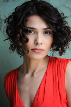 curly graduated bob- scrunch dried and wrapped around a barrel iron to sof… – mélanie stein - Perm Hair Styles Getting A Perm, Graduated Bob, Tight Curls, Air Dry Hair, Types Of Curls, Permed Hairstyles, Crazy Hair, Textured Hair, Perm Hair