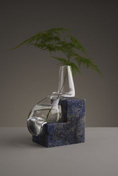 Misshapen Glass Vases by Studio E.O Appear to Melt Atop Angular Stone Platforms - Vase Ikebana, Glass Vessel, Glass Art, Traditional Vases, Colossal Art, Hand Blown Glass, Art Pieces, Sculpture, Stone