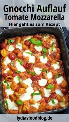 Gnocchi Auflauf mit Tomate und Mozzarella, Rezept With this Gnocchi casserole with tomato and mozzarella, you can conjure up Italian flair on your family table in a short time. Mozarella, Tomate Mozzarella, Pasta Recipes, Vegan Recipes, Recipe Pasta, Baked Gnocchi, Canned Blueberries, Vegan Scones, Gluten Free Flour Mix