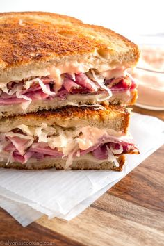 Dipped dressing rather than put on sandwich. Heat sauerkraut in small pot. Four slices meat: pastrami (thin) two slices Swiss each sandwich Reuben Sandwich, Corned Beef Sandwich, Corned Beef Recipes, Toast Sandwich, Grilled Sandwich, Soup And Sandwich, Sandwich Menu, Sauerkraut, Reuben Recipe