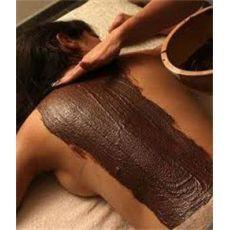 Enveloppement au Chocolat  Riche en antioxydant et principes actifs, le chocolat possède en effet de nombreuses vertus pour la peau. Il tonifie, hydrate, nourrit et adoucit la peau, mais pas seulement. Appliqué en soin du corps, le chocolat permet de prévenir la fatigue et le stress.