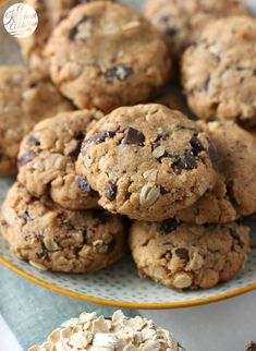 Flourless Dark Chocolate Chunk Peanut Butter Cookies Recipe l www.a-kitchen-addiction.com