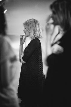 Délicatesse, poésie et charme définissent la collection capsule de Clémence Poésy pour Pablo. Une collaboration harmonieuse dont le résultat aboutit à des pièces arty, bohèmes, un brin boyish.