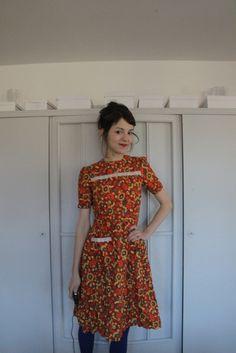Süßes babydoll Kleid aus den 70ern Baumwolle Tailliert Blumen und Spitze  #vintage #blumen #spitze