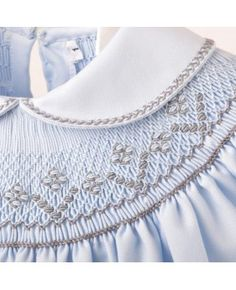 Pelele celeste punto Smock, not sure where this company is located but I love everything about this. Love this pale icey blue twill. And really like the grey with it. Not a color scheme I would have gravitated toward but love it!