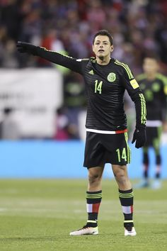 love the beautiful game Javier Hernandez Chicharito Mexico National Team, Football Icon, Football Pictures, Sports Memes, Football Players, Fifa, Kicks, Handsome, Sporty