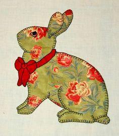 Applique Quilt Patterns, Applique Templates, Hand Applique, Applique Designs, Alice In Wonderland Cross Stitch, Rabbit Crafts, Handmade Baby Items, Cat Quilt, Baby Girl Quilts