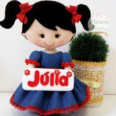 Boneca personalizada com o nome da aniversariante. Júlia vai arrasar! #bonecaemfeltro #bonecapersonalizada #feltrocriativo #festademenina #festapersonalizada #feltrominhapaixão #felt #marocaarteira