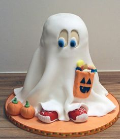 Halloween cake Make your own: http://www.cakescookiesandcraftsshop.co.uk/