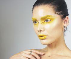 Linda Hallberg http://lindahallberg.se/2017/01/25/todays-look-all-yellow-everything/