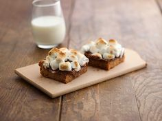 Bring the campfire indoors with easy 5-ingredient Toasted Marshmallow S'mores Bars. Sponsored by @Walmart.