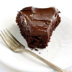 A recipe for rich and delicious chocolate beet cake topped with creamy avocado frosting. A healthier vegan and gluten free dessert recipe. Chocolate Hazelnut Cake, Decadent Chocolate Cake, Dairy Free Chocolate, Delicious Chocolate, Vegan Chocolate, Chocolate Frosting, Chocolate Avacado, Chocolate Beer, Flourless Chocolate