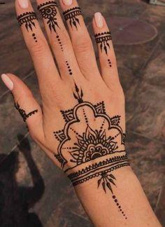 Henna Tatoo, Henna Tattoo Designs Simple, Henna Hand Tattoos, Mandala Tattoo, Paisley Tattoos, Henna Mandala, Art Tattoos, Font Tattoo, Design Tattoos
