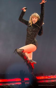 Taylor Swift Web Photo Gallery: Click image to close this window Taylor Swift Fan Club, Taylor Swift Music, Taylor Swift Hot, Swift 3, Red Taylor, Live Taylor, Intersectional Feminism, Taylor Swift Pictures, American Girl