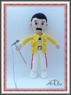 Creando Mingumios de esos....: FREDDIE MERCURY Crochet Toys Patterns, Stuffed Toys Patterns, Knitting Patterns, Freddie Mercury, Amigurumi Tutorial, Amigurumi Doll, Crochet Baby, Free Pattern, Snoopy