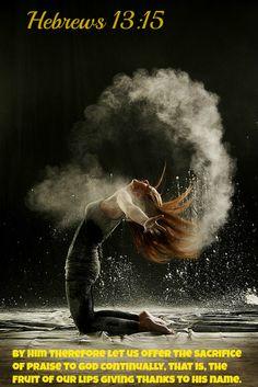 Powder Dance is a visually captivating series by German photographer Geraldine Lamanna. Each image features the strength and elegance of a female dancer, Modern Dance, Dance Photos, Photos Du, Dance Art, Ballet Dance, Yoga Dance, Dance Moves, Tableaux Vivants, Art Du Monde