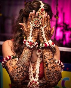 Sangeet and mehndi photography is the new métier that makes wedding photography interesting. As Nowadays brides are having unique bridal mehndi poses to display their mehndi and here are some of them! Mehendi Photography, Indian Wedding Photography Poses, Bride Photography, Photography Services, Photography Ideas, Female Photography, Bridal Poses, Bridal Photoshoot, Wedding Poses