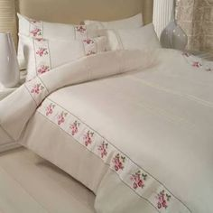 This Pin was discovered by Gök White Duvet Covers, Bed Covers, Duvet Cover Sets, Linen Bedding, Bedding Sets, Bed Cover Design, Textured Bedding, Designer Bed Sheets, Embroidered Bedding