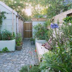 Vorleger Grünanlage in Woudrichem, - Garden Types Garden Types, Garden Paths, Side Garden, Little Gardens, Back Gardens, Small Gardens, Outdoor Gardens, Small Garden Design, Garden Cottage