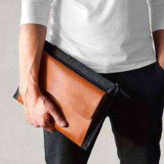 New MacBook case pocket sleeve zip Pro Retina/ or Air carry-all case tan premium italian leather dark grey merino wool felt - Appurt Little Presents, New Ipad Pro, Newest Macbook Pro, Celebrity Travel, Macbook Case, Vegetable Tanned Leather, Cow Leather, Leather Bag, Italian Leather