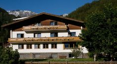Ferienhaus Alpina Kals am Großglockner Ferienhaus Alpina is located in the centre of Kals in East Tyrol, just 800 metres from the Kals-Matrei ski lift. It offers a spa area and a balcony in each room.