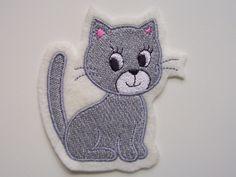 Mit dieser süßen Katzen Applikation  können Sie Kleidung aufpeppen, oder kleine Schönheitsfehler verdecken. Auch zum Aufnähen auf Taschen, Decken, Kissen usw. geeignet. Auf Filz gesticktes...