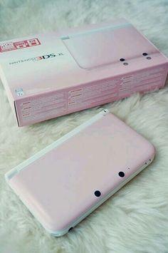minha nintendo 3ds cl Lembro que o dia que eu recebi ela fiquei tão feliz (dentro da case para nintendo rosa
