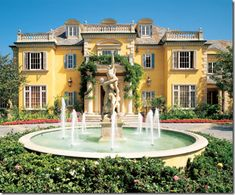 Rock star legend Rod Stewart owns a mega mansion painted all in sunshine yellow in Palm Beach area. Its cost was $12.5 million, and a very impressing feature is that it has it own private beach, football pitch and a carting track.