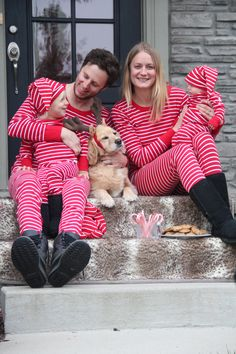 Dress up in PO.P Classic Poppy Stripes for a FUN family Holiday Card!  http://theplayfullife.polarnopyretusa.com/?p=2102