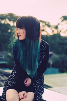 Dip dye hair in a deep green / turquoise live it x
