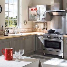 castorama cuisine candide lilas une cuisine qui allie charme et caract re pour une atmosph re. Black Bedroom Furniture Sets. Home Design Ideas