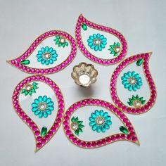 what is Kundan Rangoli Indian Rangoli, Kolam Rangoli, Diwali Craft, Diwali Gifts, Hobbies And Crafts, Arts And Crafts, Acrylic Rangoli, Rangoli Patterns, Beautiful Rangoli Designs