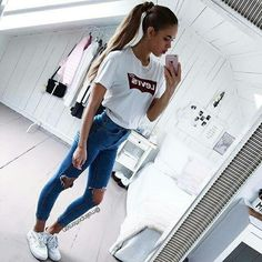 53 Women Outfits Ideas with Ripped Jeans to Makes You Look Casual - Aksahin Jewelry Cheap Summer Outfits, Outfits For Teens, Spring Outfits, Trendy Outfits, Winter Outfits, Summer Clothes, Classy Outfits, Teen School Outfits, Ariana Grande Outfits Casual