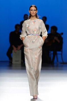 Vestido largo en organza & bordados
