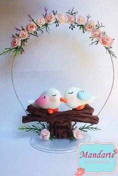 Topo de Bolo Pombinhos, produto feito artesanalmente em biscuit (porcelana fria) Atenção: Entre em contato antes de fechar a compra!