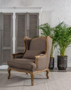 Fotel o klasycznym wzornictwie to elegancja i szyk w Twoim domu. Fotel z dębu szczotkowanego oraz z lnianą tapicerką wspaniale zaprezentuje się w klasycznym salonie, doda szyku klasycznej sypialni i świetnie sprawdzi się w każdym pomieszczeniu. Zwróć uwagę na przepiękne rzeźbienia na dębowym oparciu i na dekoracyjnie gięte nogi. Fotel  Bristol to typowy, wygodny uszatek w niezwykle eleganckim wydaniu #bristol #belldeco #chair #homedecor