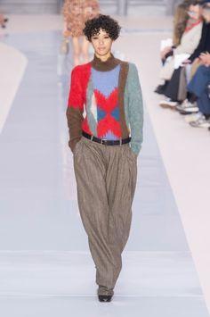 Chloé at Paris Fashion Week Fall 2017 - Runway Photos Uk Fashion, Fashion Week, Runway Fashion, Fashion Beauty, Fashion Show, Paris Fashion, Fall Winter, Winter 2017, Autumn